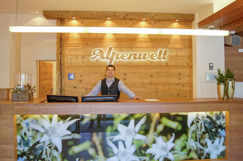 Rezeption Hotel Alpenwelt Flachau 1
